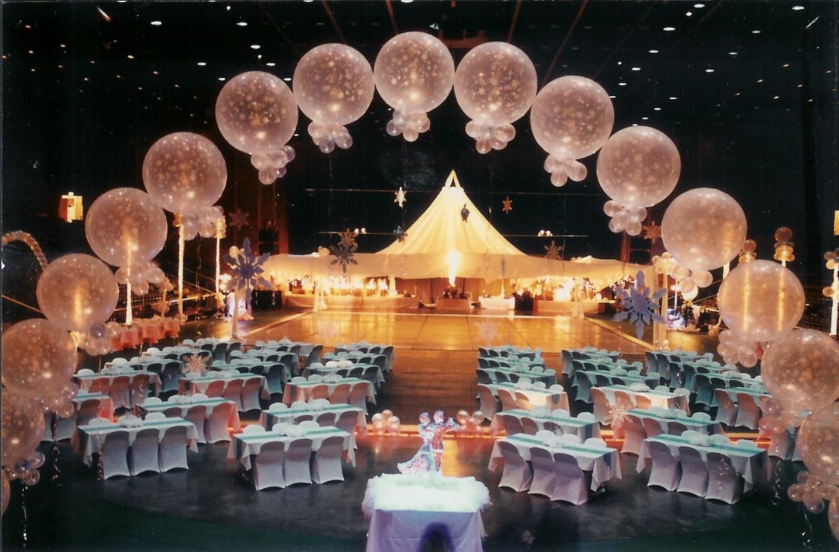 jumbo-balloon-arch-winter-wonderland