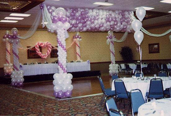 fantasy-columns-canopy-with-balloon-drop