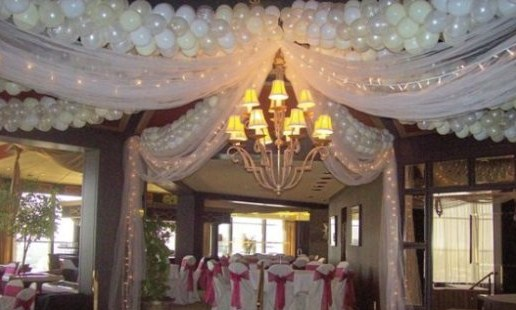 balloon-swags-with-fabric-lights